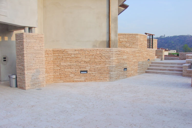Pavimento esterno in pietra latest pavimento esterno in for Costo della costruzione di una casa in pietra
