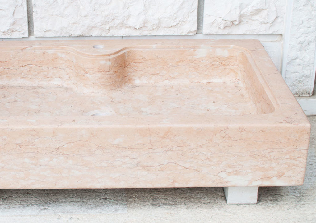 lavello rosa in pietra della lessinia
